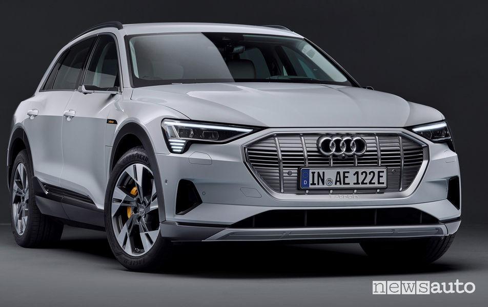 Audi e-tron 50 quattro vista di profilo