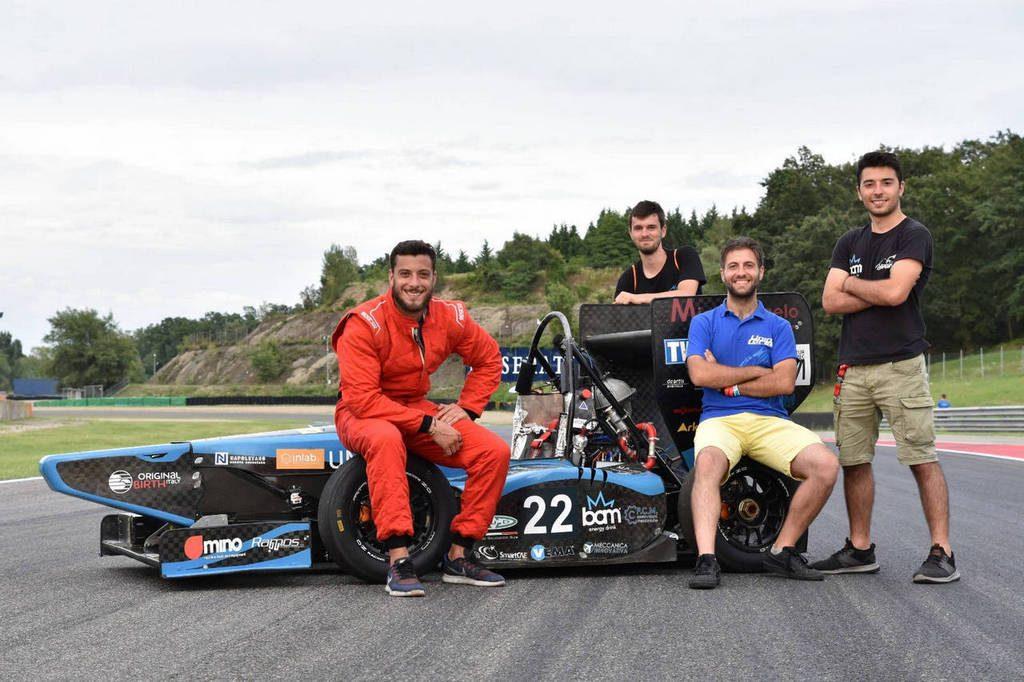 Team UniNa Corse di Napoli partecipante alla Formula SAE