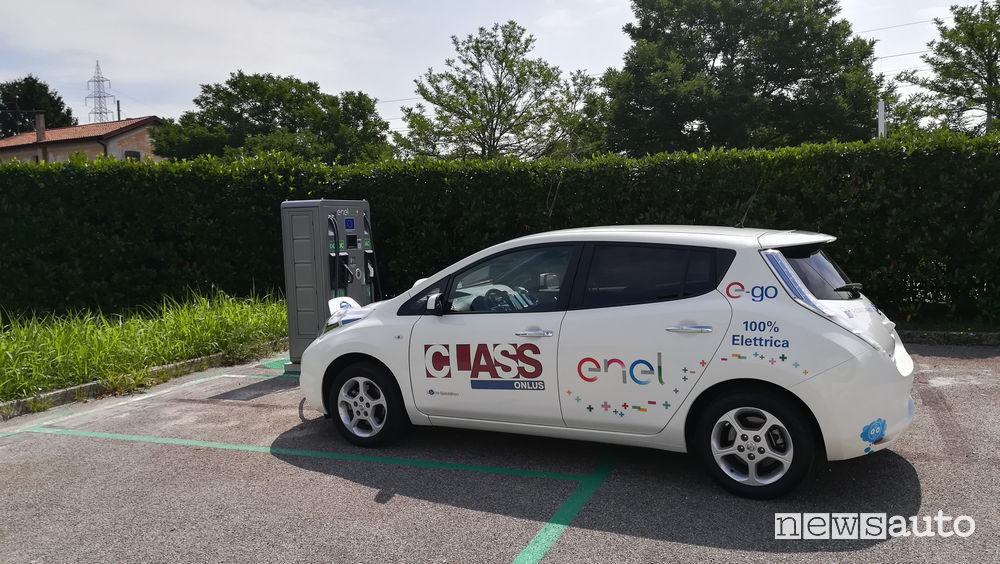 Nissan Leaf ricarica Enel X a Latisana (UD)