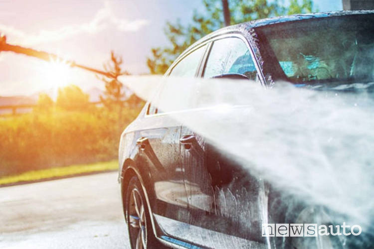 come proteggere auto dal sole lavaggio