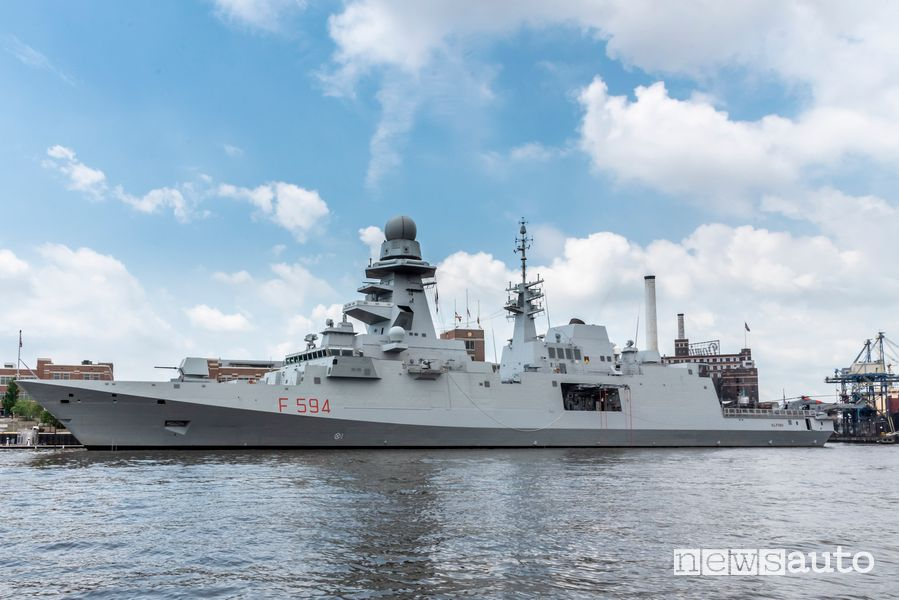 Fregata Alpino (F594) della Marina Militare