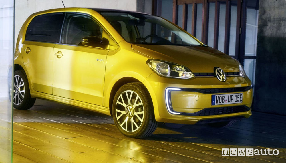 Fari a LED anteriori, cerchi in lega Volkswagen e-up! 2020