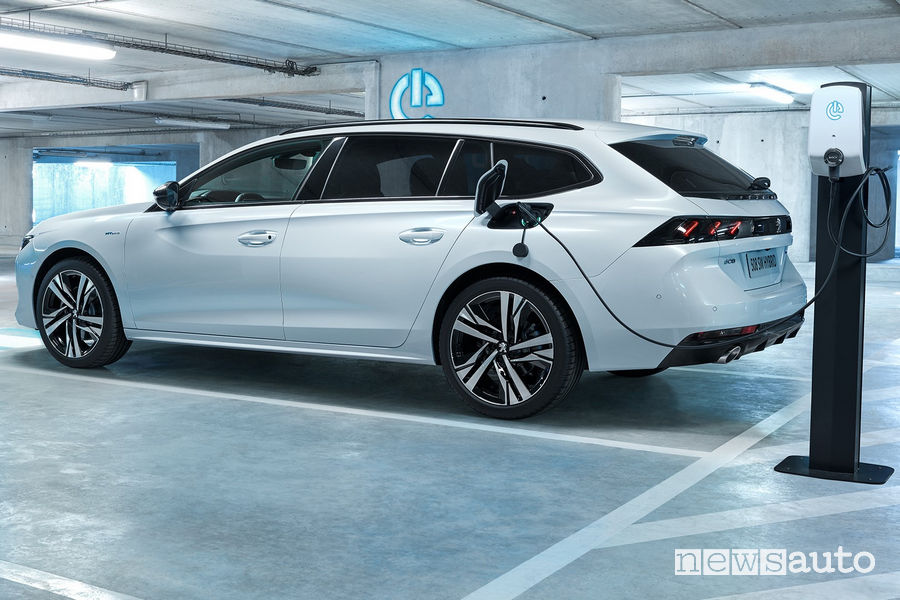 Peugeot 508 SW Hybrid plug-in ricarica wallbox