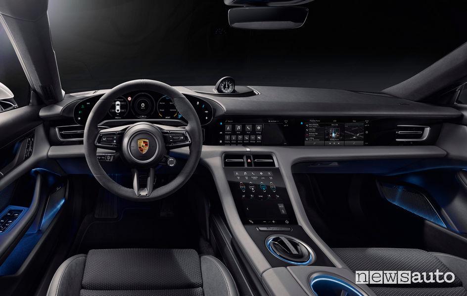 Porsche Taycan Turbo S plancia strumenti, volante