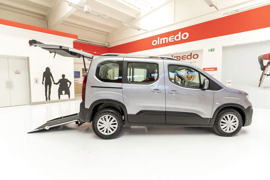Nuovo Peugeot Rifter traformato dalla Olmedo per accesso disabili
