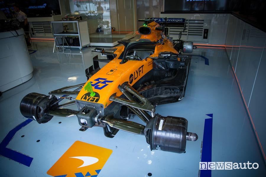 Impianto frenante e sospensioni McLaren F1 MCL34 2019 nel box di Monza