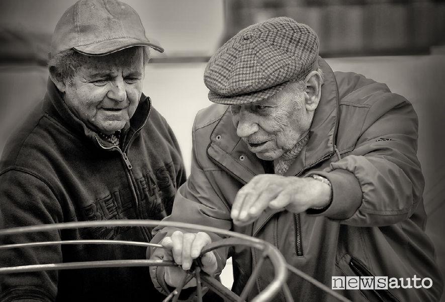 Maestri carrozzieri modenesi al lavoro, foto storica