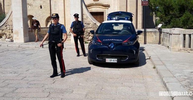 Carabinieri con l'auto elettrica a Matera
