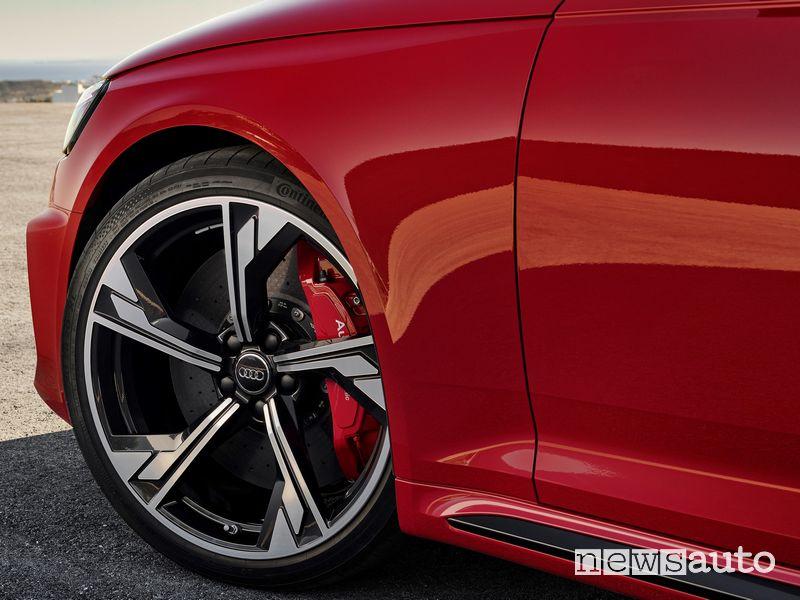 "Cerchi in lega 20"", freni carbonceramici Audi RS4 Avant"