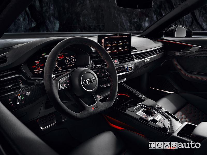Volante sportivo, abitacolo Audi RS4 Avant