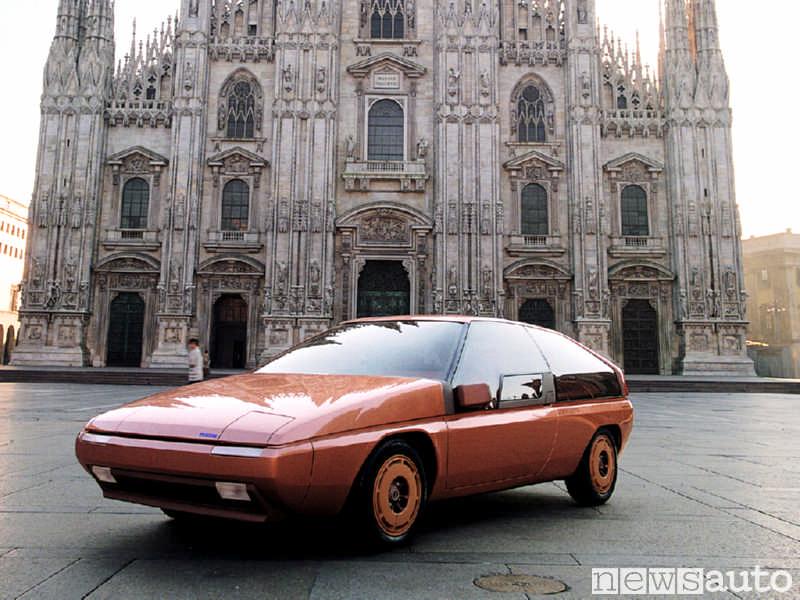 Mazda MX-81 un protitpo futuristico realizzato nel 1981 da Bertone fotografato al Duomo di Milano
