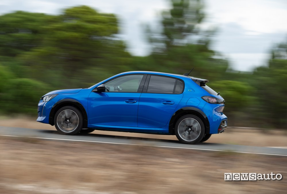 Peugeot e208 scatta da 0 a 100 km/h in 8,2 s