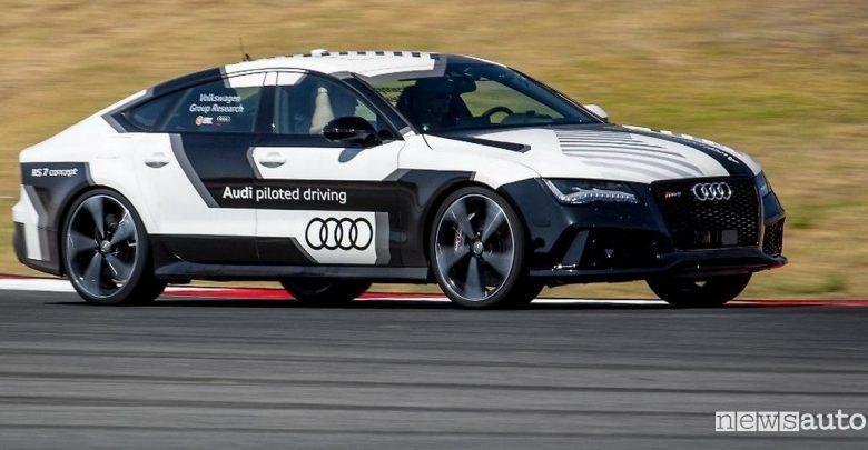 Guida autonoma, test in pista Volkswagen a Portimao