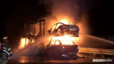 Photo of Incendio auto elettrica, brucia una bisarca carica di  Tesla