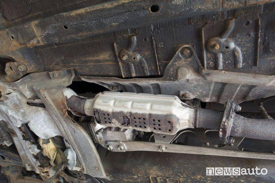 Il catalizzatore viene montato sotto il pianale delle auto ed è inserito nella marmitta