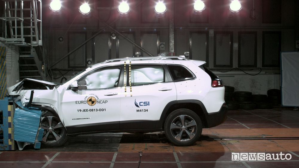 Crash test Euro NCAP urto frontale Jeep Cherokee