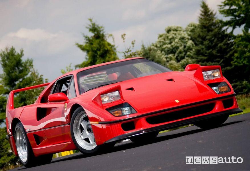 Ferrari F40 con i fari a scomparsa