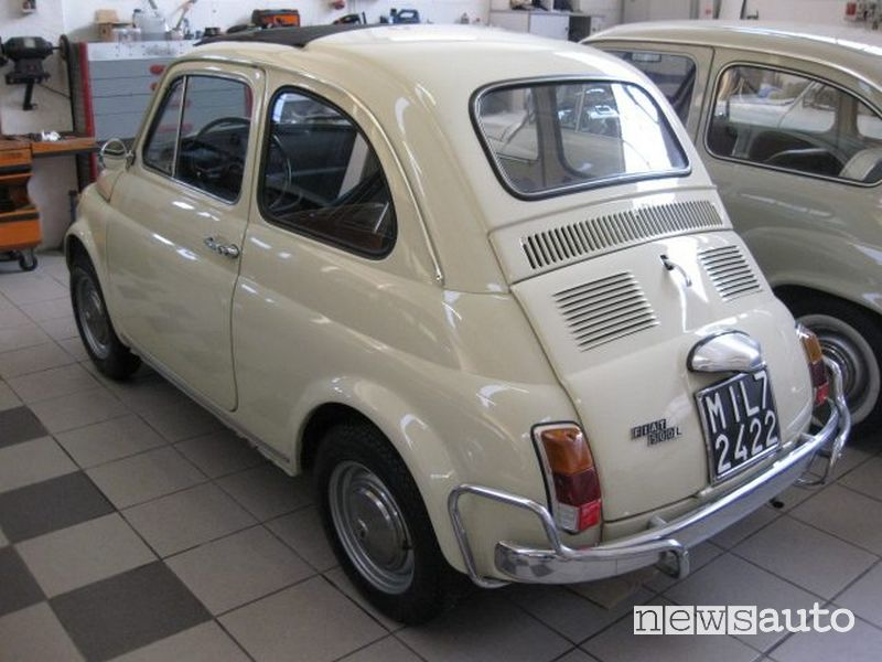 Fiat 500 storica con il tetto apribile
