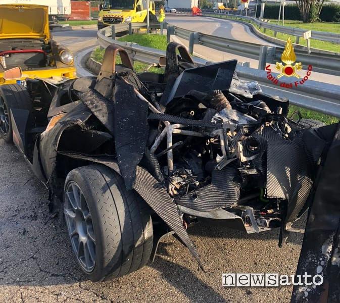 KTM XBox che ha preso fuoco all'interno del tir