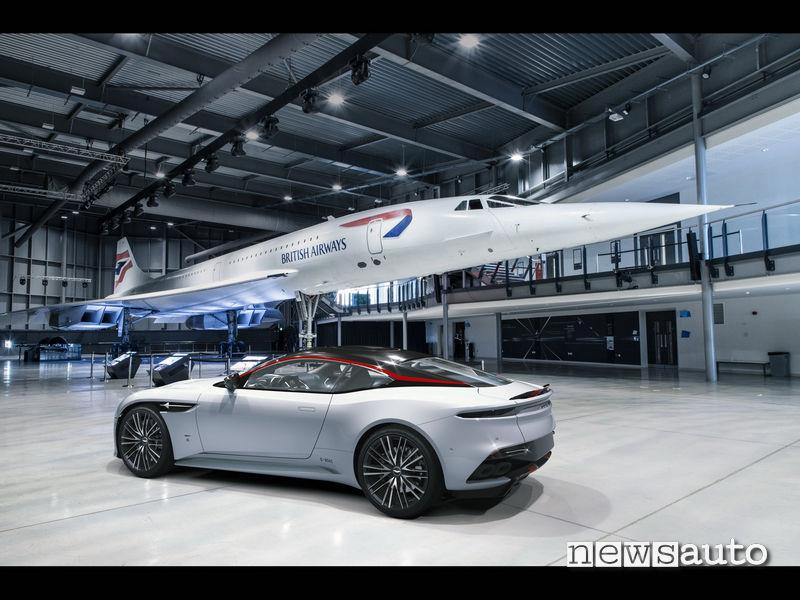Aston Martin  DBS Superleggera Concorde a fianco del Concorde vero
