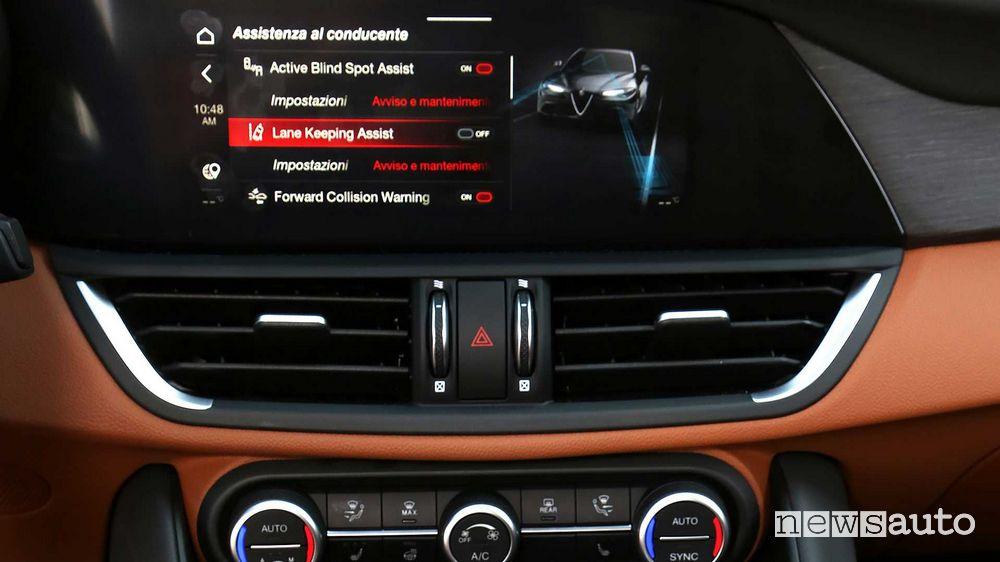 Infotainment schermata ADAS Alfa Romeo Giulia 2020