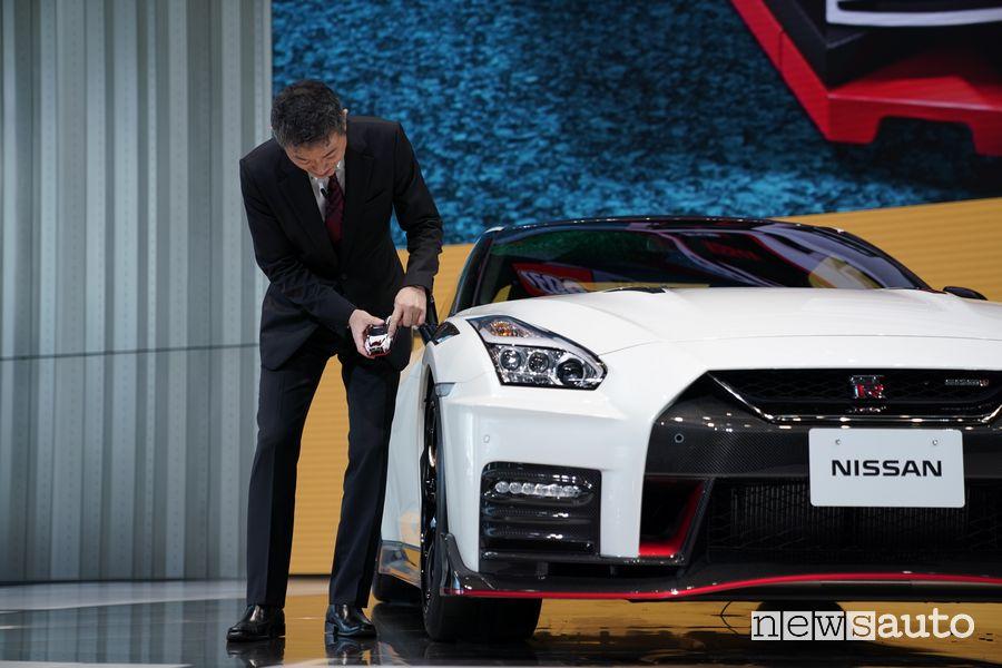 Hiroshi Tamura, Mr. GT-R, confronta l'auto giocattolo con quella reale