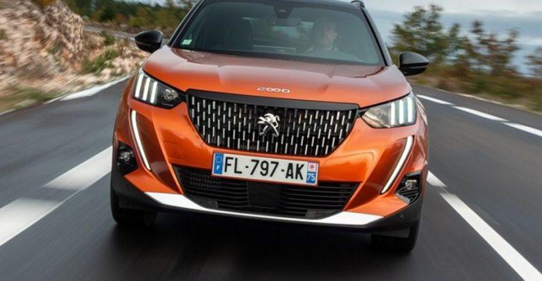 Frontale, fari a led firma luminosa Peugeot 2008 2020