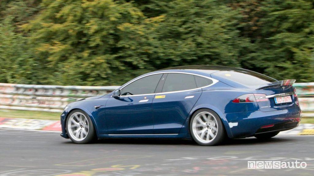 Record al Nürburgring per la Tesla Model S