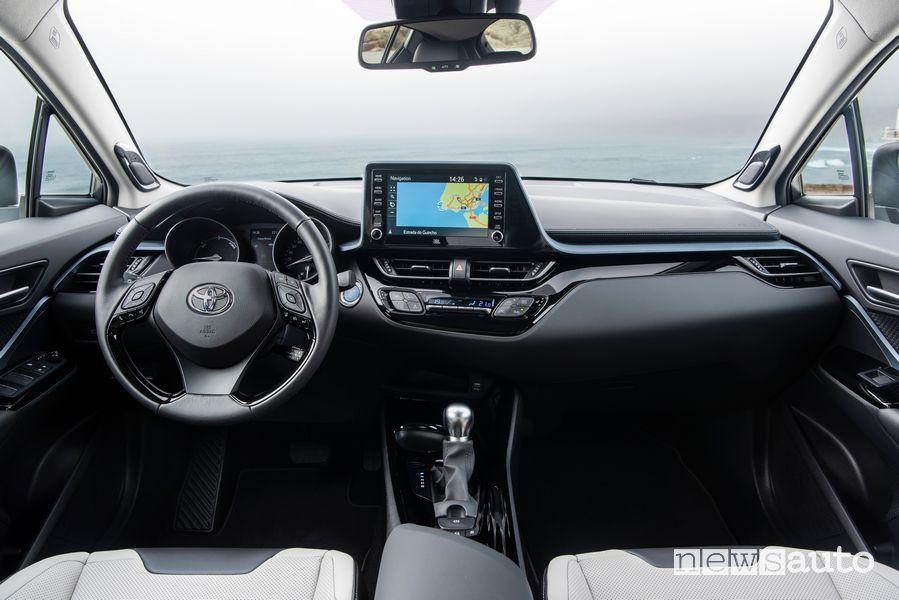 Interni, plancia strumenti con navigatore Toyota C-HR 2020