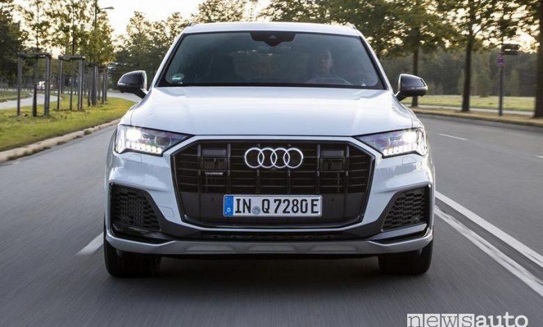 Frontale Audi Q7 TFSI e quattro SUV plug-in