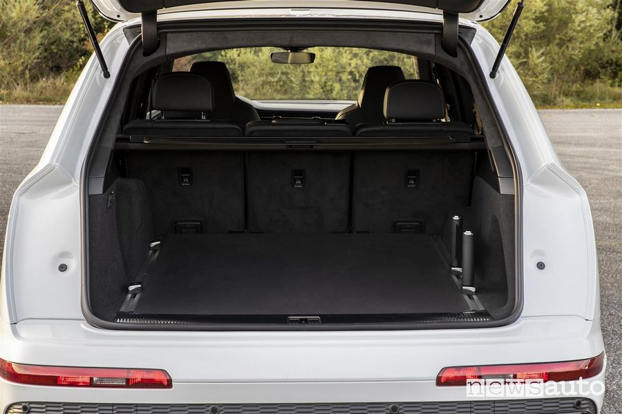 Bagagliaio aperto Audi Q7 TFSI e quattro SUV plug-in