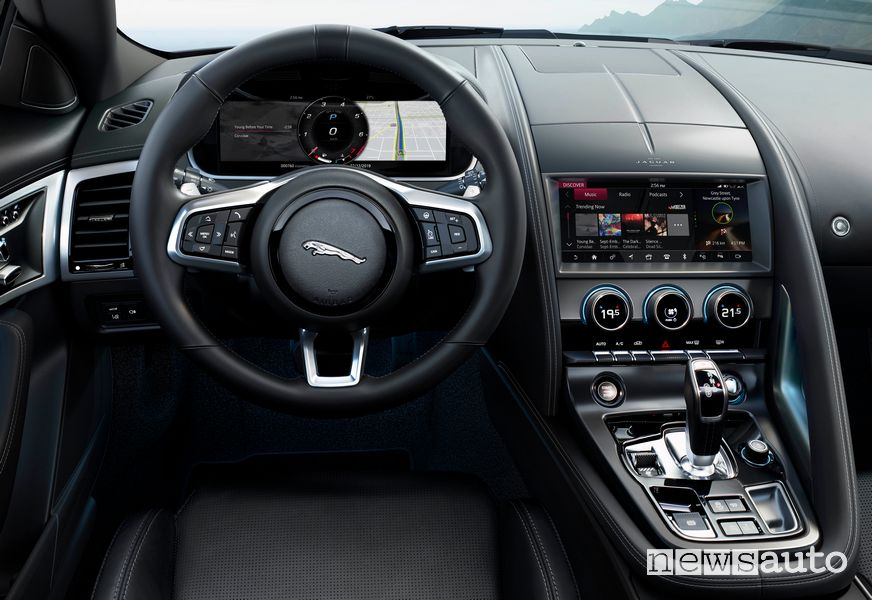 Volante, interni Jaguar F-Type R 2020
