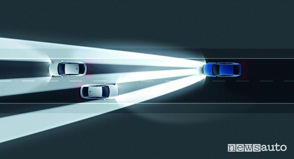 Opel Insignia 2020 ADAS illuminazione notturna che adatta il fascio di luce
