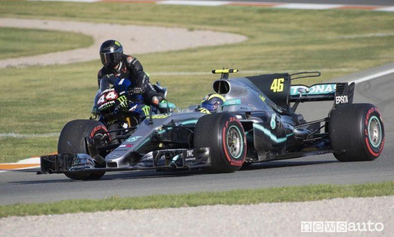 Valentino Rossi scambio in pista con Lewis Hamilton