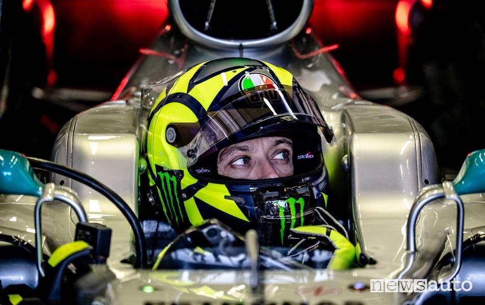 Valentino Rossi nell'abitacolo della Mercedes AMG F1