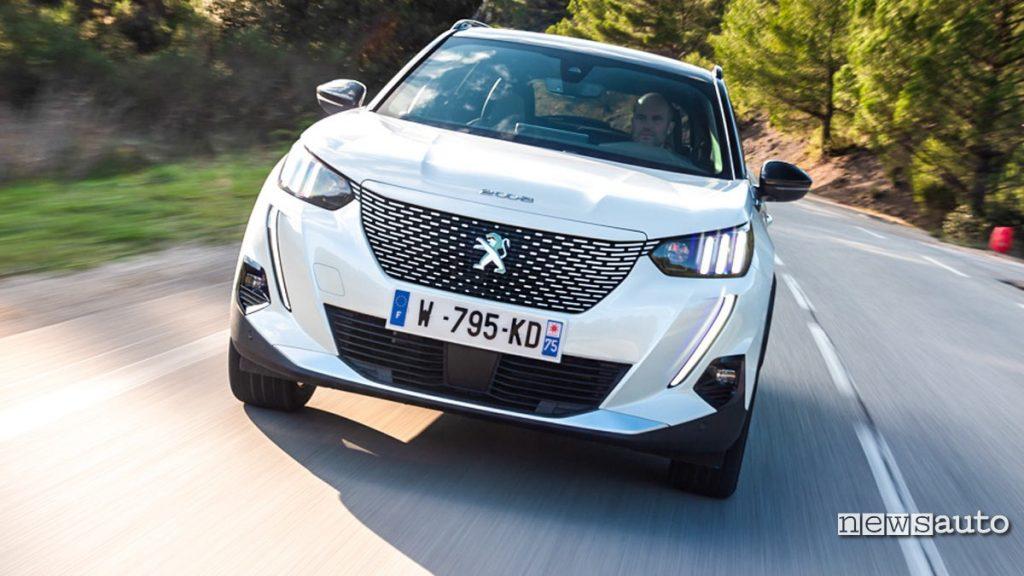 prova su strada Peugeot e-2008 GT 2020