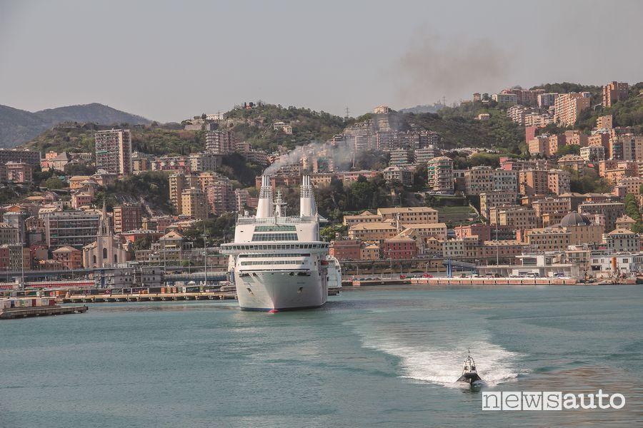 Partenza dal porto di Genova