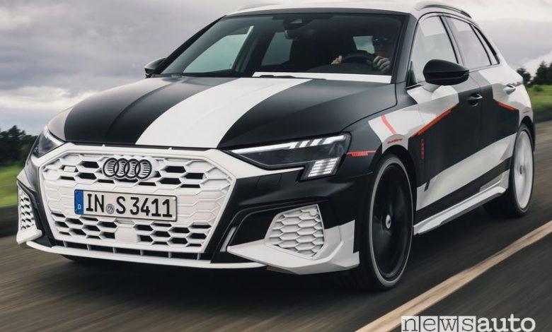 Vista anteriore Audi A3 Sportback 2020 camuffata prototipo