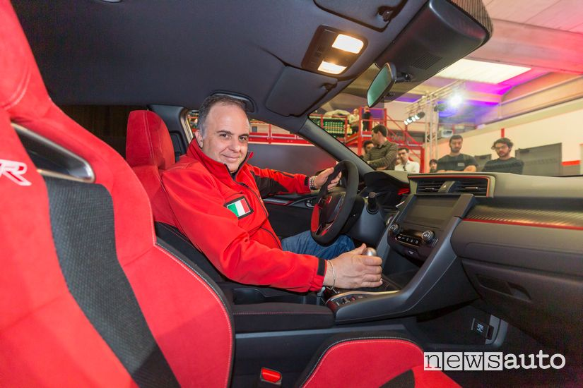 Giovanni Mancini al volante dell'Honda Civic Type R Limited Edition