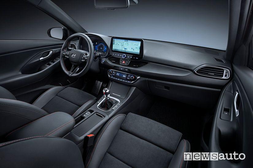 Interni con cambio manuale 6 rapporti Hyundai i30 N Line