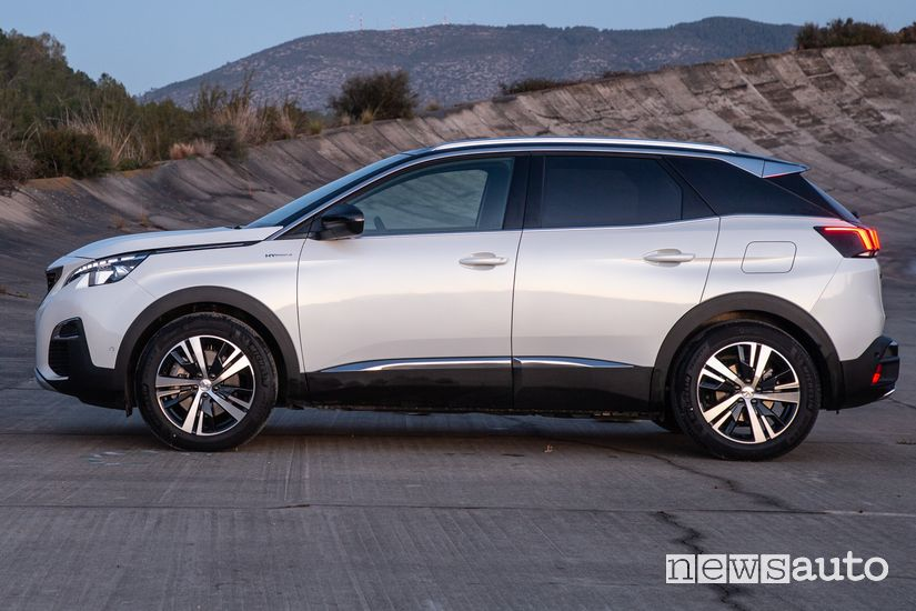 Vista laterale Peugeot 3008 Hybrid4 Plug-In
