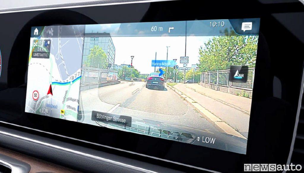 Navigatore con realtà aumentata integrato con il sistema MBUX di Mercedes