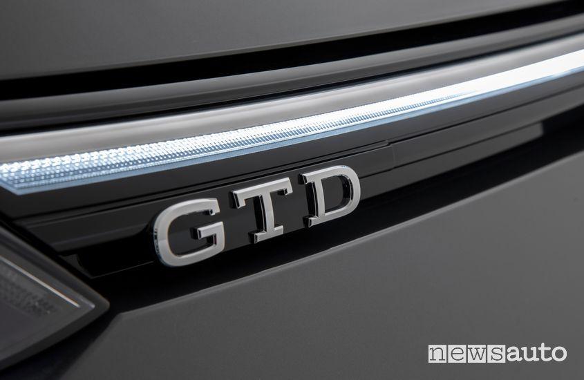 Logo GTD sulla calandra anteriore della Volkswagen GTD 2020