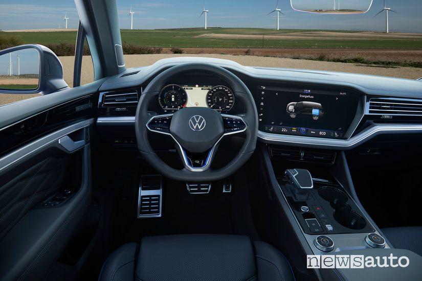 Strumentazione motore ibrido plug-in Volkswagen Touareg R
