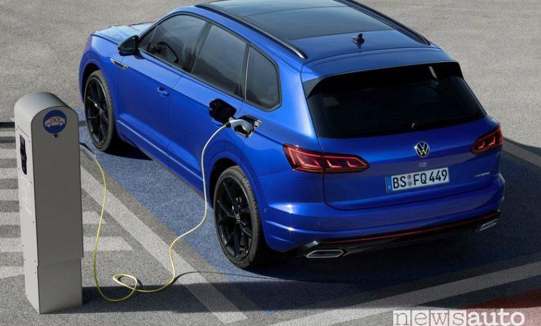 Ricarica da colonnina Volkswagen Touareg R plug-in PHEV