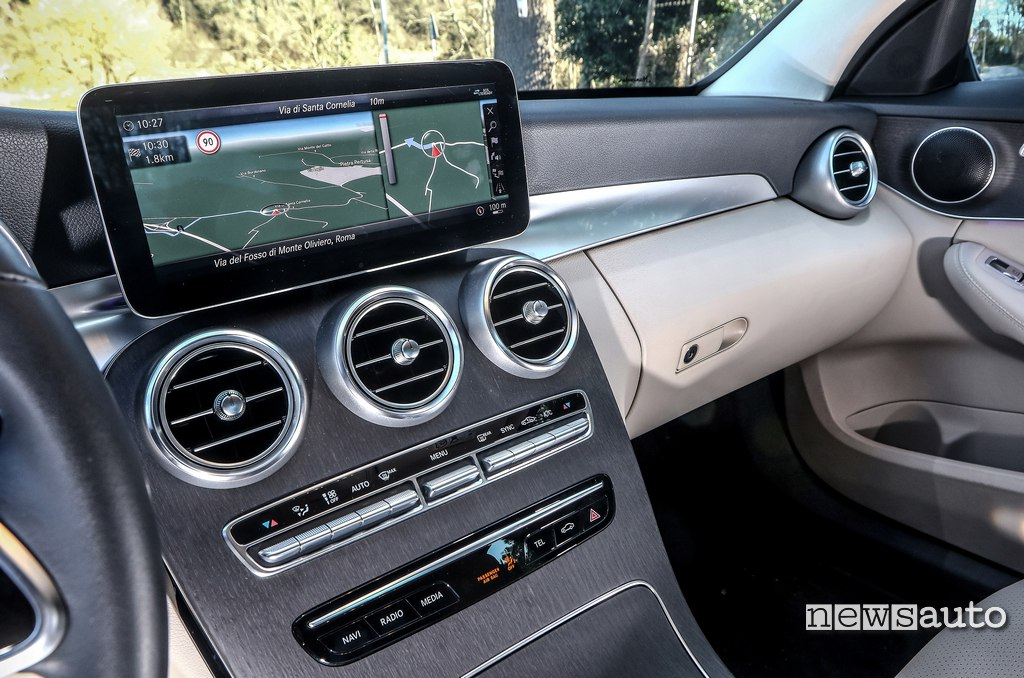"display centrale da 10,25"" Mercedes C200 Hybrid"