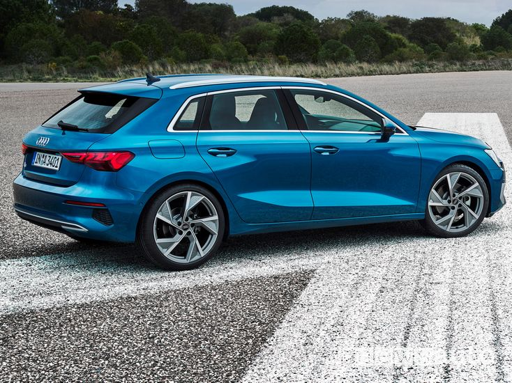 Vista laterale Audi A3 Sportback 2020