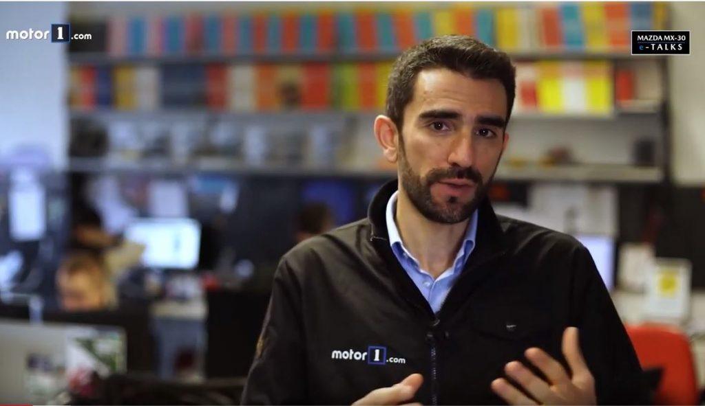 Alessandro Lago, direttore di Motor1 Italia, ha parlato di vantaggi e svantaggi dei veicoli elettrici.