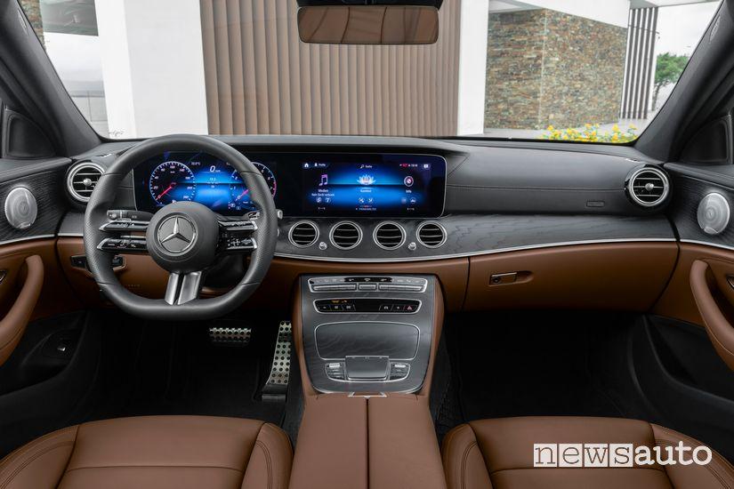 Interni, plancia strumenti Mercedes-Benz Classe E 2020 AMG Line
