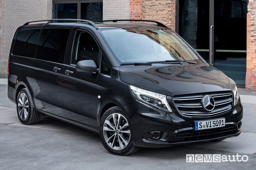 Vista di profilo Mercedes-Benz Vito Tourer 2020